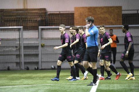 Brann spilte treningskamp mot Bodø/Glimt i Vestlandshallen fredag. Det mener Helsedirektoratet at de ikke burde ha gjort.