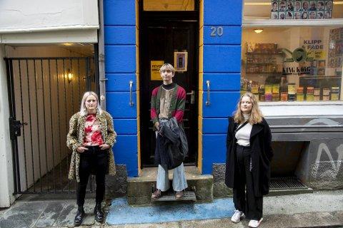Håvard Kranstad (26), Hanna Pherson (27), Sara Lindberg (30) er tre av de fire kunstnerne bak OVE Galleri.