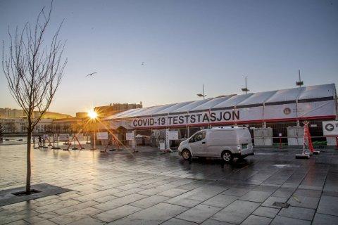 Kommunen har økt testkapasiteten på Festplassen etter at Spelhaugen måtte stenge på grunn av kulden.