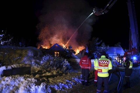 Huset er bortimot totalskadd etter brannen.