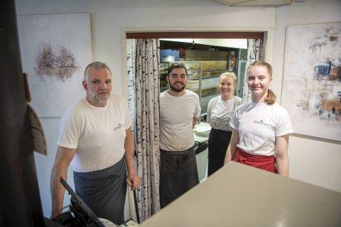 Tor Rune Jensen, Johannes Walle, Oda Grimstad Revold og Ida Standal Ottezen på siste arbeidsdag i bakeriet.