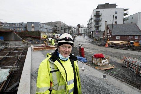 Stein Wikholm og Anleggsgartnermester Wikholm har mye arbeid på bybanetraseen fra Fløen til Fyllingsdalen.