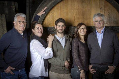 Familiebedriften i Ribeauville med fra venstre Pierre, Anne, Julien, Frédérique og Jean Trimbach. De lager noen av de beste vinene i Alsace – med ulike rieslinger som de mest etterspurte. Fra et område som historisk sett også har tilhørt Tyskland.