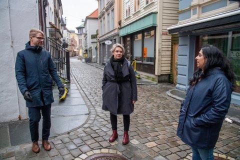 Roger Valhammar, Marte Mjøs Persen og Lubna Jaffery støtter regjeringens rusreform.