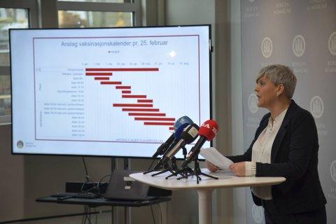 Helsebyråd Beate Husa viste frem kommunens vaksineplan.