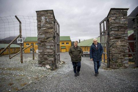Ole Johan Haug og Tor Dishington Johansen jobber med Espeland fangeleir, og håper på mer støtte fra myndighetene.