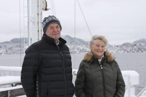 Arnulf og Sissel Anny Hjelmtveit la søndagsturen til fergekaien, og ble med på rundtur mellom Knarvik og Steinestø fergekai. Det var en tur de ikke har vært med på de siste 20 årene.