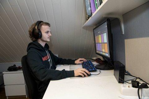 Det har blitt mange timer på rommet foran PCen for Erlend Sæle det siste året.