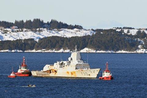 Vraket slepes fra Ågotnes til Hanøytangen for destruering.