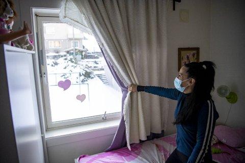 Da BA var i Silvana Funes sin leilighet tirsdag, la vi et termometer på datterens soverom i cirka ti minutter. Den kom ned på 13,9 grader, og var fortsatt synkende da BA måtte dra videre.