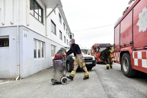 Brannvesenet jobbet onsdag morgen med å få bort vannet fra et hus i Sandviken etter en lekkasje. – Det er mye vann, sier vaktkommandør Ole Jakob Hartvigsen ved 110-sentralen.