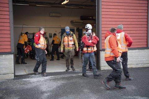 En rekke frivillige organisasjoner har bidratt i redningsaksjonen, deriblant Røde Kors.