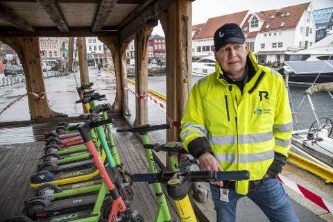 STORAKSJON: Med hjelp av dykkere fra IMC Diving ryddet Bergen Havn sjøbunnen i Vågen for boss. Hittil i år det funnet 15 elektriske løperhjul som slengt på sjøen, sier driftsleder Andreas Dyrdal. FOTO: EIRIK HAGESÆTER