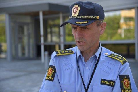 Lensmann Torgils Lutro leder det videre arbeidet med søk etter den antatt omkomne fiskeren i Øygarden.