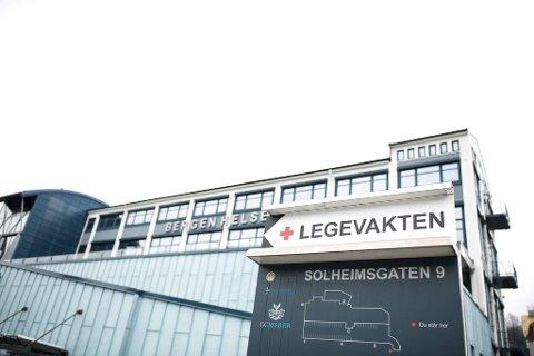 Bergen har ennå ikke registrert noen alvorlige bivirkninger blant de vaksinerte, men legevakten har allerede merket en økning i pågang.