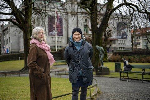 Forfatter Berit Hedemann (71) og skuespiller Kjersti Elvik (52) er av to ulike generasjoner og er ikke enige i alt. Men én ting er de enige om: – Vi kan tenke at vi er likestilte, menn og kvinner, men vi kvinner blir forbigått, sier Elvik.