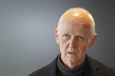 FHIs smitteverndirektør Geir Bukholm står fast på at både risikogrupper og befolkningen ellers ned mot 45 år må få tilbud om vaksine før gjenåpningen av Norge kan starte for fullt. Nå øker usikkerheten om hvor raskt dette kan skje.