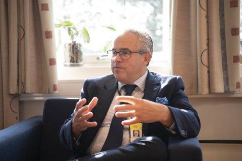 Ordfører Tom Georg Indrevik (H) mener det er strategisk lurt å kjøpe opp eiendommer rundt de gamle kommunesentrene. Derfor vil han også kjøpe eiendom av sin partikollega.