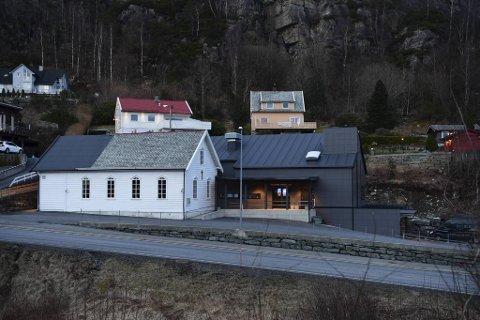 66 personer var tilstede på gudstjenesten i Kleppe bedehus forrige søndag. Tre av dem har fått påvist smitte. Ordfører Siv Høgtun (H) frykter at svært mange må i karantene.