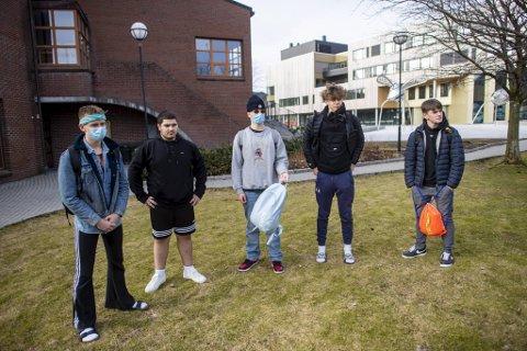 Endre Ottesen (16),  Delhat Dohoki (16), Matus Tulipan (17), Een Esmark (16) og Kristoffer Vik Hansen (16) går alle på Åsane videregående skole og synes mange ungdommer er litt sløve.