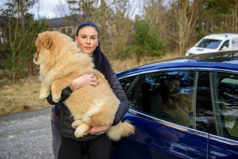 Janne Gjengedal vurderer å bytte bil etter hendelsen med hunden Luny.