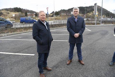Atle Kvamme og Baste Tveito i Bergen Næringsråd og Nordhordland Næringslag er oppskjørtet over at regjeringen setter tunnelene fra Vågsbotn til Norhordlandsbroen på vent.