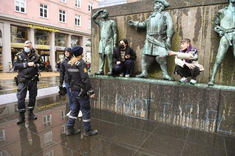 Lørdag var det koronademonstrasjon på Torgallmenningen.