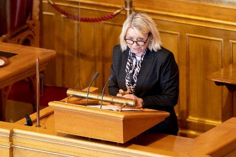 Regjeringen stanser det omstridte salget av motorfabrikken Bergen Engines, varslet justis- og beredskapsminister Monica Mæland (H) i Stortinget tirsdag.