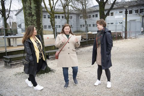 Torill Hartwig (t.v.), Liv Inger Christiansen og Linn Engø tar til orde for å gjøre noe mer ut av området ved Johanneskirken når de midlertidige løsningene en dag tar slutt.