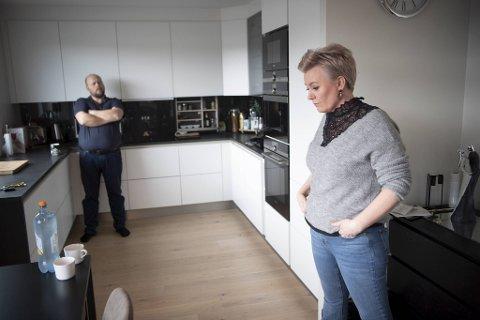 Linda Helland og Freddy Helland bor i Byhagen II, et av leilighetsbyggene i Lonaparken i Åsane. Bygget stod ferdig i desember 2018 og består av 48 eierleiligheter. De er fornøyd med mye, men ikke med selger, Bonava.