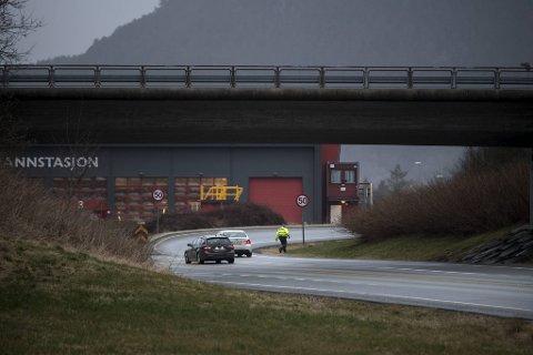 Politiet lette etter den mistenkte bilføreren i området mellom Halhjemsvegen og Os sentrum etter ulykken.