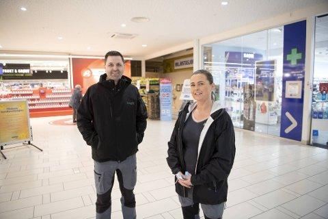Inni kroken mellom Obsen og apoteket kommer inngangen til den nye Europris-butikken. Tore Larsen blir den nye butikksjefen, mens Synnøve Wærenskjold blir assisterende butikksjef.