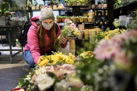 Hanna Englund Sunnarvik  er over snittet glad i blomster, og handler dem aller helst i blomsterbutikk.