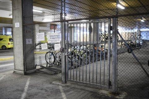 Det stjeles flere og dyrere sykler, ifølge forsikringsbransjen. Ansatte på Haukeland har blitt frastjålet dyre sykler og løperhjul til tross for adgangskontrollert sykkeparkering.