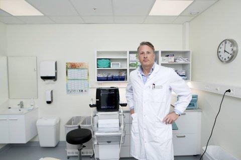 Finn Greve-Isdahl er barnelege og allmennlege ved Aleris. Han ønsker seg lengre frem i vaksinekøen.