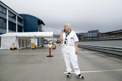 Dagrun Linchausen sier det er god kapasitet ved teststasjonene i Bergen, men de ser gjerne at ikke alle kommer samtidig.
