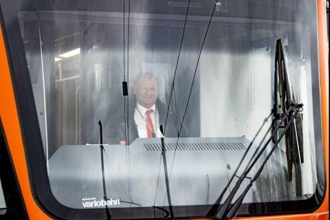 Tom Nesslin angrer ikke ett sekund på at han meldte overgang til kollektivtrafikken. Han stortrives som bybanefører.