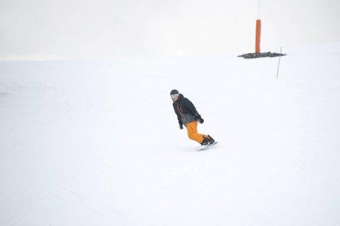 – Vi har sesongkort så vi står på ski så mye vi kan, sier Tobias With Thorsen.