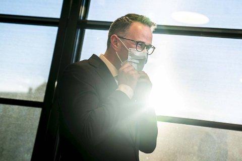 Riksmekler Mats Wilhelm Ruland  møter pressen med oppdatering om meklingen i tarifforhandlingene mellom LO/YS og NHO. Foto: Heiko Junge / NTB