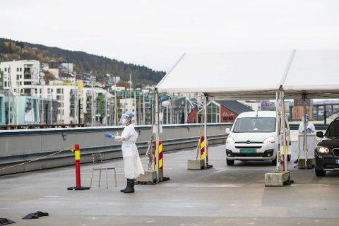 19 av de som ble bekreftet smittet i helgen er kjente nærkontakter. Disse testes ofte ved Bergen legevakt (arkivfoto).