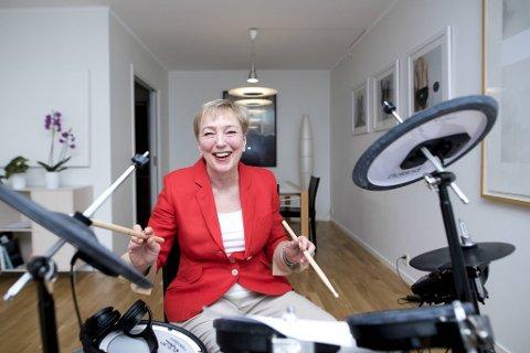 Siri Meyer, professor i kunsthistorie, fikk i 2016 konstatert Parkinsons sykdom, som blant annet påvirker kroppens evne til å bevege seg. – Man trommer seg til et bedre liv, sier hun.