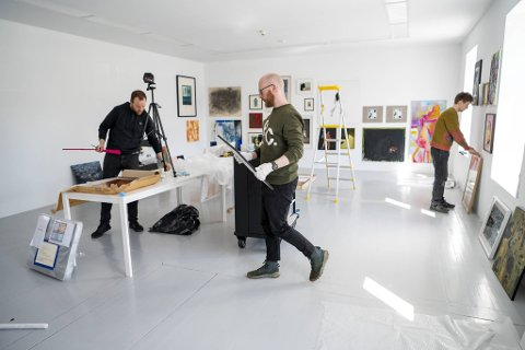 Det har vært noen intensive dager på Hordaland Kunstsenter. Onsdag åpner jubileumsutstillingen BKFH-salong.