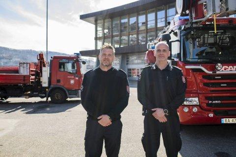 Christian Bergmann og Kent Haukeland er begge underbrannmestere i Bergen brannvesen. De er forberedt på at det blir en del utrykninger knyttet til skogbrann også i sommer.
