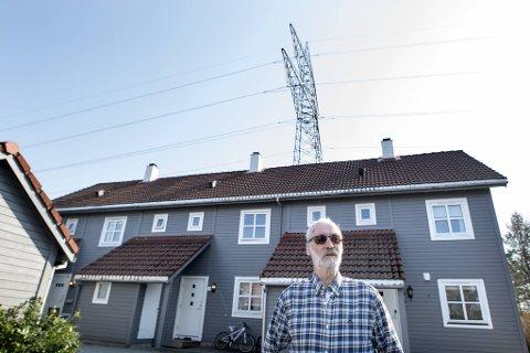 Arvid Gjøsæter (75) er en av mange beboere i Janastølen som ser frem til at monstermastene snart ser sine siste dager.