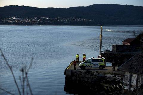 Ifølge politiet er det 500 meter dypt der ulykken skjedde. Fortsatt er 24 år gamle Nicolai Øvrås Espetvedt savnet.