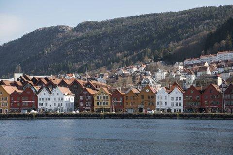 Bergen har strenge tiltak for barn og unge etter at kommunen så seg nødt til å stramme inn få dager etter at Erna Solberg åpnet litt opp igjen i forrige uke.