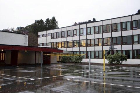 Lynghaug skole i Fyllingsdalen er en av skolene som er på rødt nivå.