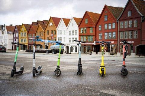Seksjonssjef John Martin Jacobsen i Vestland fylkeskommune sier løperhjulene er en av mange brukergrupper på fortauene, og en del av en totalvurdering.