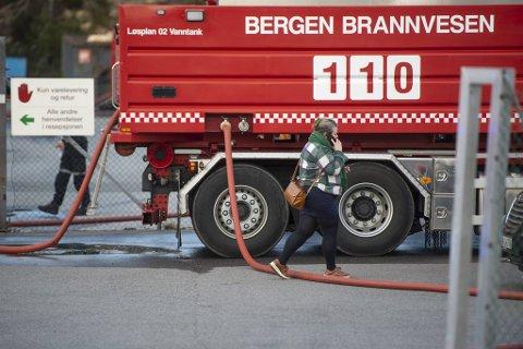 Avdelingsdirektør for hjelpemiddelsentralen, Silje-Iren Netteland Olsen, var raskt på pletten etter at hun fikk melding om brannen.