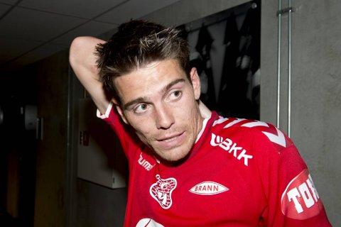 Simen Wangberg fikk 20 kamper for Brann før han ble sluppet fri av klubben. Nå kan trønderen returnere til Stadion for å løse rødtrøyenes stopperjakt.